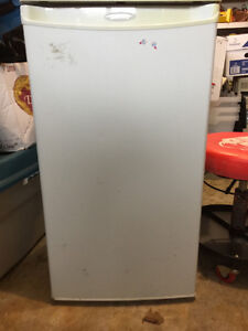 DANBY COMPACT FRIDGE