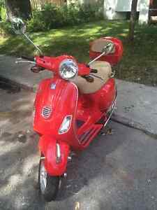 2013 VESPA LX50 with TOPBOX