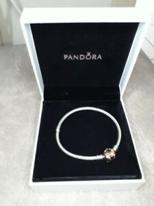 PANDORA charm bracelet with romantic rose-colored heart clasp