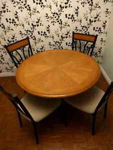 5 pc Dining Table - 45 inch diameter