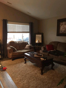 2 bed 1 bath main floor everything included pet friendly
