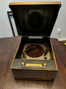 Antique wood phonograph radio record player