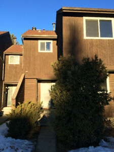 Gorgeous 3 bedrooms and 2 full bathroom townhouse in South Edmon