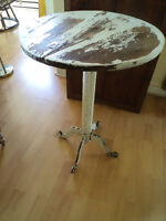 TABLE D'APPOINT RONDE ANTIQUE