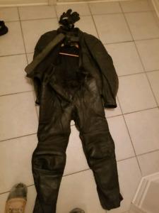 manteau,pantalons et gants de cuir pour moto