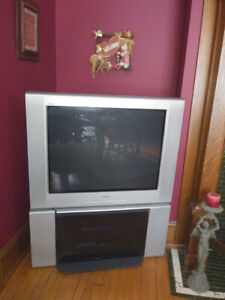 FREE older style tv and stand
