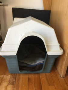 Cabane ( niche)40$+ Cage à chien 65$ (en grillage gros chien)