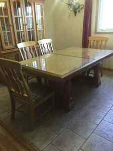 Table a diner /Dinning Room Table + Chairs