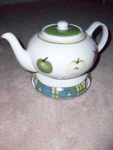 Brand New Country Tea Pot/Hot Plate/4 Mugs
