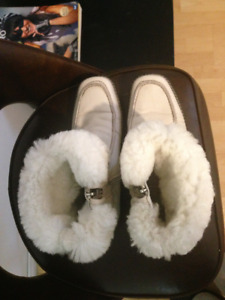 Women's winter shoes made of leather and fur