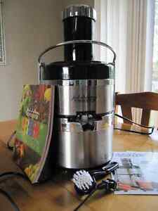 Jack Lalanne's Ultimate Power Juicer with Recipe book and brush Sarnia Sarnia Area image 2