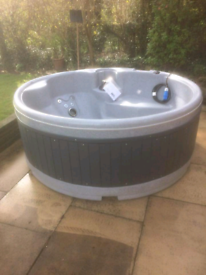 Hot Tub spa with lid 13 amp plug and play