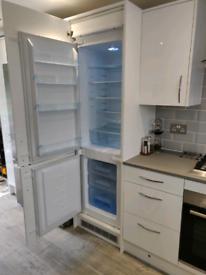 Matrix MFC701 integrated fridge freezer
