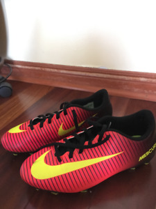 Nike Junior Mercurial Soccer Cleats - Size 6Y (youth)