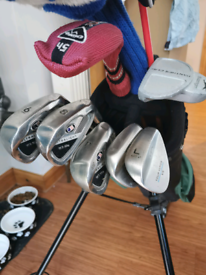 Junior Set of golf clubs with bag.
