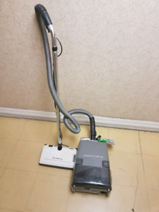 Beaumark express canister vacuum cleaner