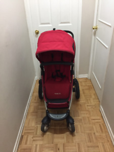 Maxi Cosi Foray LX Stroller with many accessories.