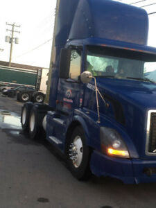 Two Volvo 2007 trucks (day cab)urgent sale