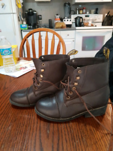Saxon riding boots. Youth size 4