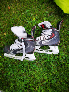Bauer Vapor X70 - Youth size 4