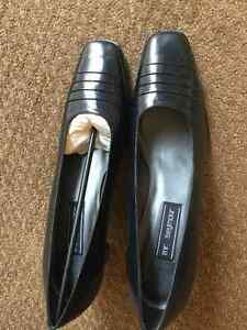 Mr. Seymour NAVY Pumps NEW size 12 Kitchener / Waterloo Kitchener Area image 7