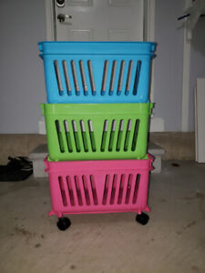 Kid's Toddlers 3 tier Stacking Bin Set on Rollers Children