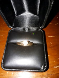 NEW LOW PRICE - 4 -SALE A BEAUTIFUL DIAMOND ENGAGEMENT RING-14KT