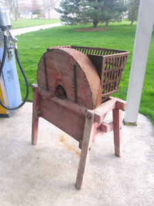 HAND CRANK PULPER FARM PRIMITIVE