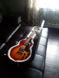 Gibson les paul w\ les paul carrying case