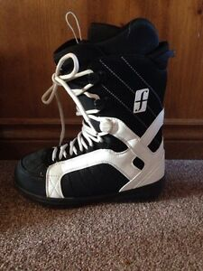 Size 10 Forum snow board boots London Ontario image 2