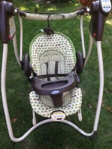 Swing with Portable Bouncer