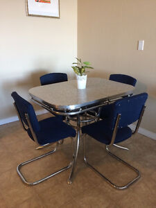 Vintage Chrome & Arborite Table w/ 4 chairs