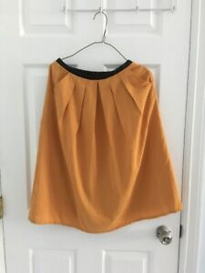 A mastered yellow skirt (US size:6-8)