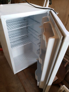 4.4 cubic bar fridge