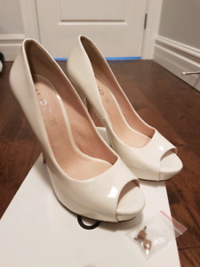 Shoes Size 8 Never worn.