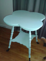 FANTASTIC LOOKING AQUA ANTIQUE CLOVER TABLE....SOLID WOOD