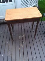 SOLID PINE SIDE TABLE WITH NICE PATEENA..