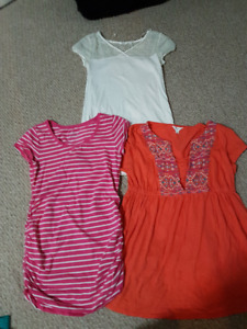 Lovely maternity clothes. EUC. Size small.