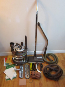 FILTER QUEEN 700 / BROWN VACUUM WITH ATTACHMENTS