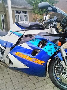 SUZUKI GSXR1100 1995 WITH V&H FULL EXHAUST AND RACING TIRES Windsor Region Ontario image 3