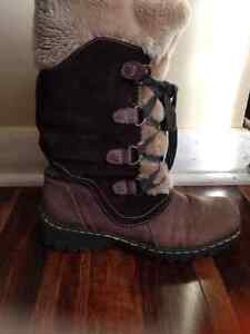 Town Shoes Women Winter Boots Kitchener / Waterloo Kitchener Area image 2