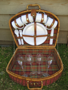 Wicker picnic basket for 4 - never used !