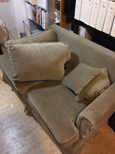 2 Seat pullout couch