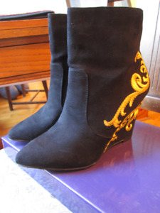 Embroidered wedge boots, size 6, new