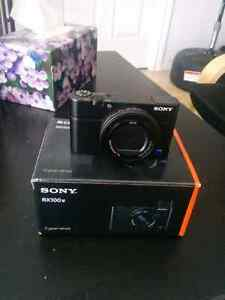 sony rx100iv with box mint condition