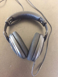 Sennheiser HD598Cs (Closed Back) Over the ear headphones