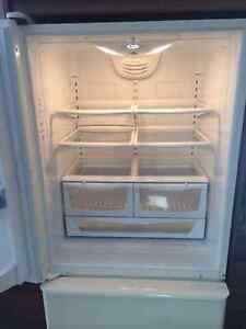 Amana Fridge like new for sale Cambridge Kitchener Area image 4