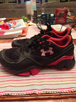 Boys UNDER ARMOUR Shoes Sneakers size 3.5 3 1/2