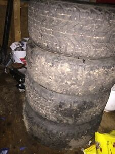 Set of 4 studded winter tires like new less than 2000km on them
