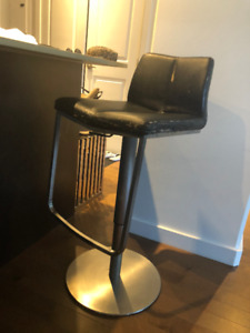 2 HIGH QUALITY LEATHER BAR STOOL  -USED